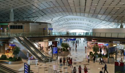 在香港国际机场购物