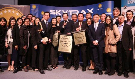 新加坡樟宜机场集体庆祝